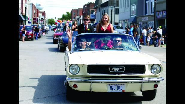 CHS seniors Coleman Oxford and Carolyn Estes leads the homecoming court through downtown.